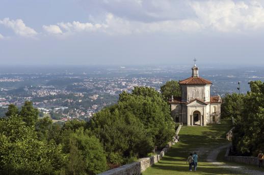 Sacro Monte al tramonto con Casa Pogliaghi
