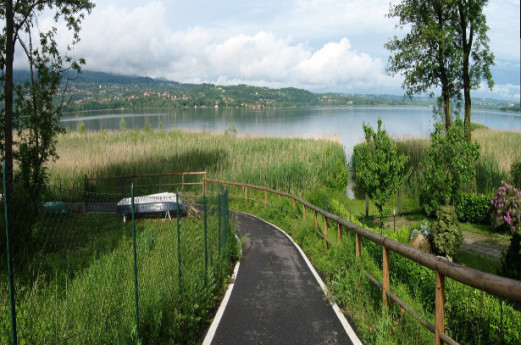 Varese Lake: bike trail and Isolino Virginia