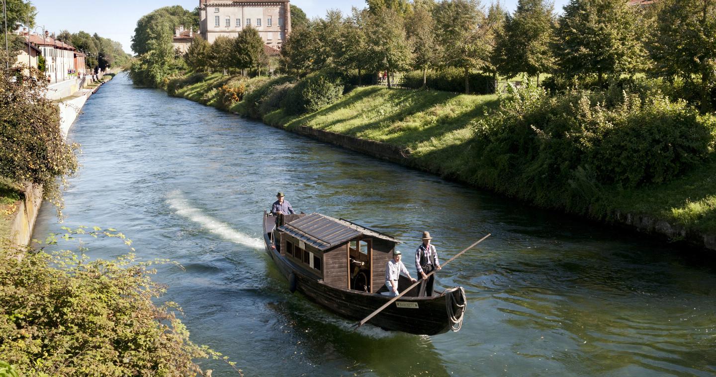 Boatmen in Robecco sul Naviglio, Milan